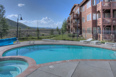 crestview-park-city-condos-pool